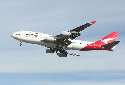 800px-Qantas.b747-400.vh-ojl.arp-min