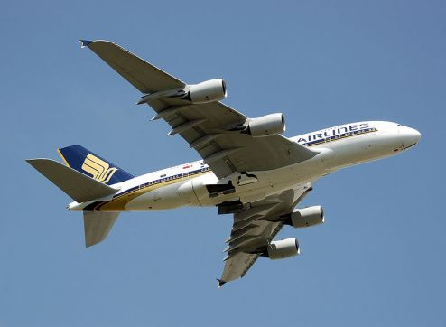 800px-Singapore_airlines_a380_9v-skf_takeoff_arp-min